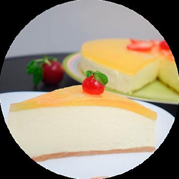 Tarta de yogur griego cubierta con maracuyá