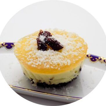 Mini tarta de crema chantilly con cubierta de maracuyá