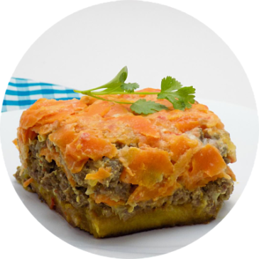 Cazuela con carne, plátano y zanahoria