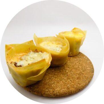 Rollos de lasaña horneados en bandejas de cupcakes